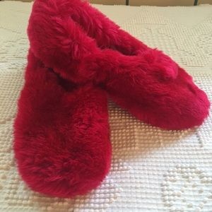c490acc23f8 Vintage Snuggables fluffy bedroom slippers.